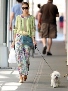Olivia-Palermo-can-always-seen-walking-her-Maltese-terrier-Mr